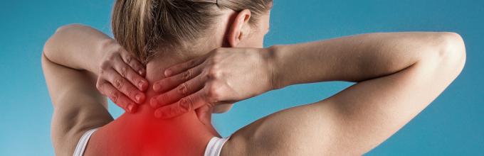 Болит спина отдает в правый перед