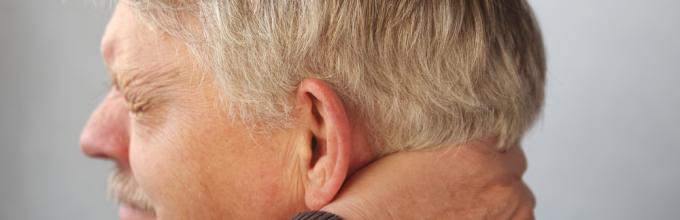 Боль за ухом отдаёт в шею