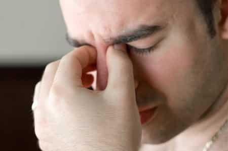Болит глаз в уголке ближе к носу